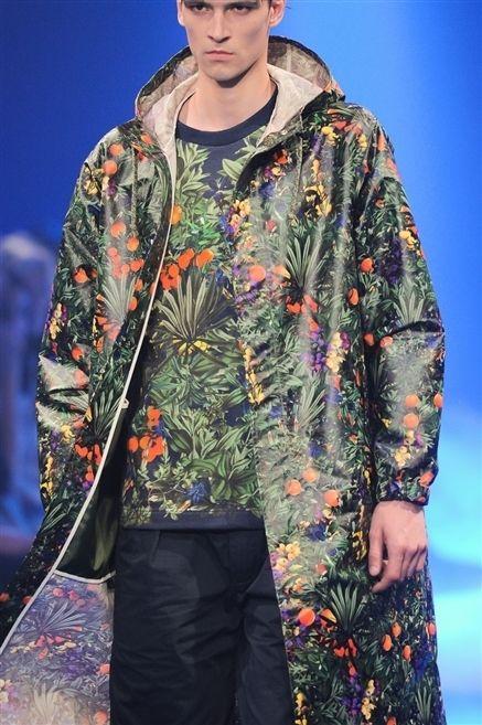 Sleeve, Textile, Fashion show, Fashion, Street fashion, Fashion model, Fashion design, Model, Camouflage, Pattern,