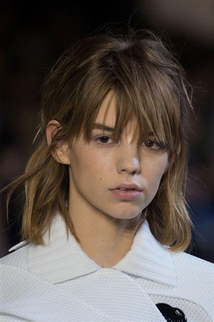 Lip, Hairstyle, Chin, Forehead, Collar, Eyebrow, Eyelash, Style, Beauty, Step cutting,