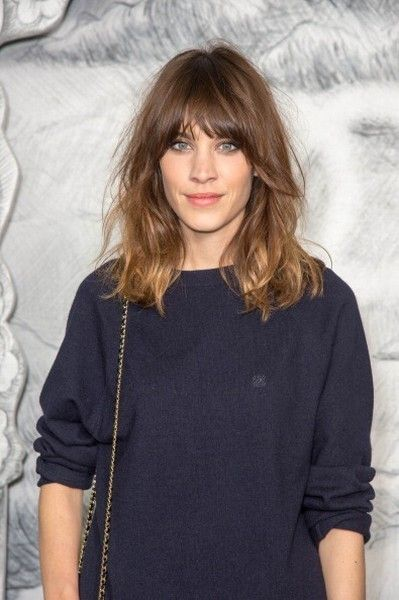 Hairstyle, Sleeve, Shoulder, Joint, Bangs, Style, Beauty, Neck, Step cutting, Dress,
