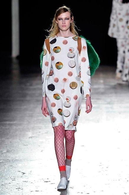 Fashion show, Joint, Outerwear, Runway, Style, Pattern, Winter, Fashion model, Fashion, Street fashion,