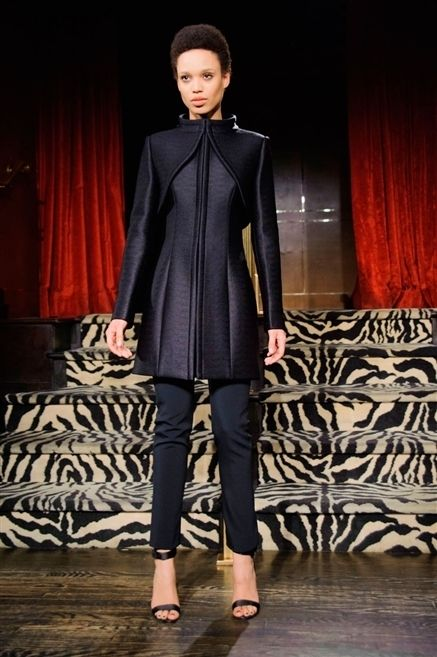 Clothing, Sleeve, Shoulder, Textile, Joint, Outerwear, Style, Curtain, Interior design, Fashion model,