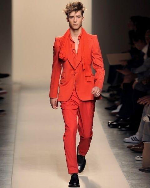 Footwear, Shoulder, Fashion show, Outerwear, Runway, Style, Formal wear, Coat, Fashion model, Collar,