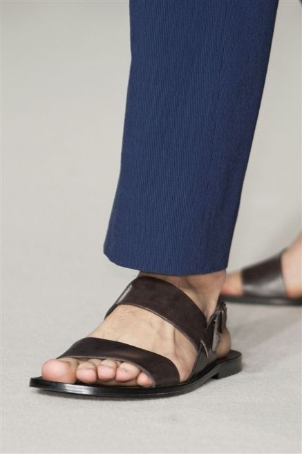 Human leg, Toe, Joint, Foot, Fashion, Electric blue, Sandal, Beige, Nail, Tan,