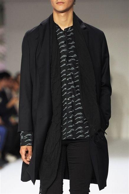Sleeve, Human body, Fashion show, Outerwear, Coat, Style, Collar, Fashion model, Fashion, Blazer,