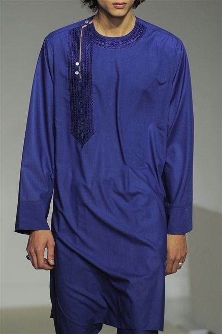 Sleeve, Human body, Shoulder, Standing, Joint, Purple, Fashion, Neck, Jewellery, Electric blue,