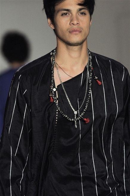 Ear, Jewellery, Style, Fashion accessory, Black hair, Necklace, Fashion, Neck, Chest, Street fashion,