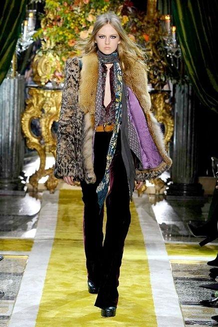 Textile, Outerwear, Style, Fashion show, Street fashion, Fashion accessory, Fashion, Fashion model, Runway, Long hair,