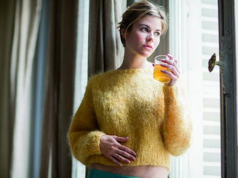 Yellow, Shoulder, Textile, Joint, Neck, Trunk, Waist, Abdomen, Street fashion, Fur,