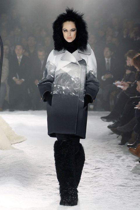 Sleeve, Fashion show, Winter, Fashion model, Style, Runway, Fashion, Street fashion, Black hair, Waist,