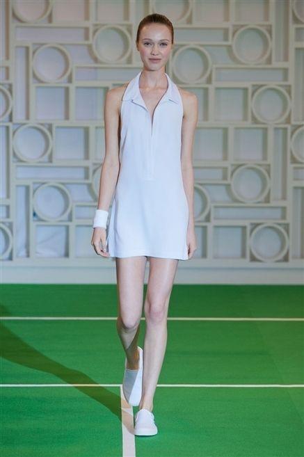 Face, Green, Skin, Shoulder, Human leg, Dress, Style, Knee, Fashion model, Beauty,