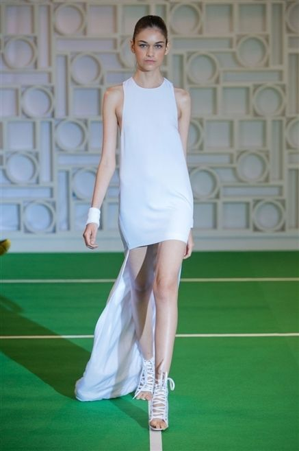 Green, Human leg, Shoulder, Joint, Sleeveless shirt, Knee, Tennis court, Fashion, Tennis, Thigh,