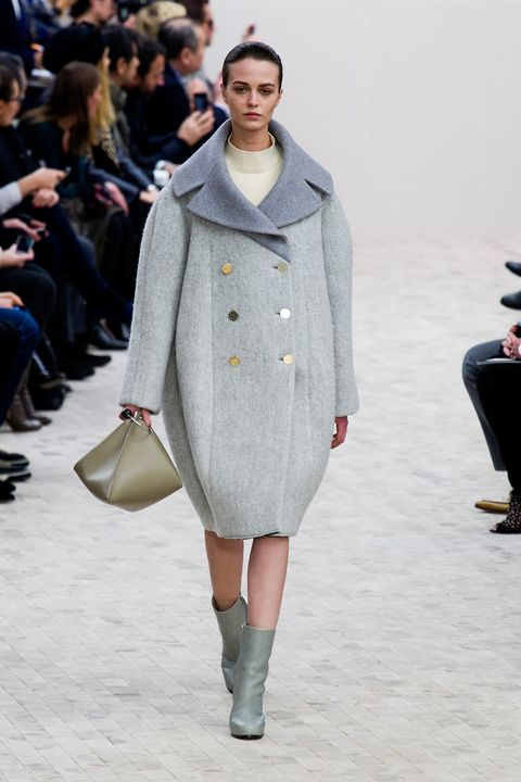 Clothing, Footwear, Leg, Winter, Fashion show, Shoulder, Textile, Joint, Outerwear, Runway,