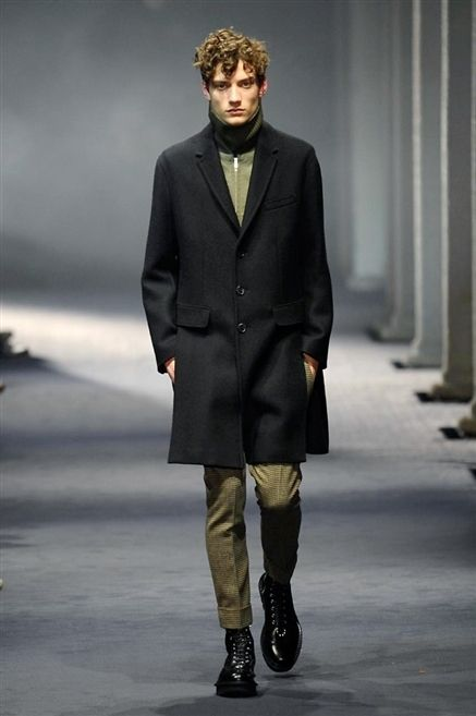Clothing, Sleeve, Human body, Coat, Collar, Textile, Winter, Outerwear, Fashion show, Style,