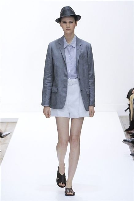 Clothing, Leg, Sleeve, Collar, Hat, Shoulder, Human leg, Joint, Outerwear, Style,