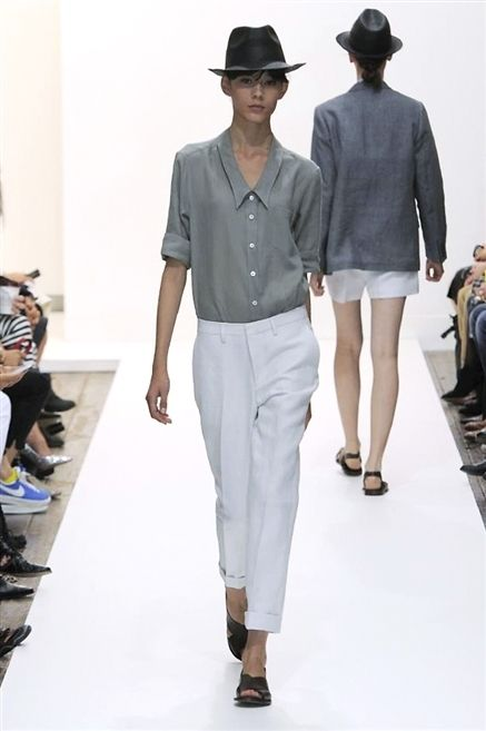 Clothing, Footwear, Leg, Sleeve, Shoulder, Shirt, Joint, Outerwear, White, Collar,