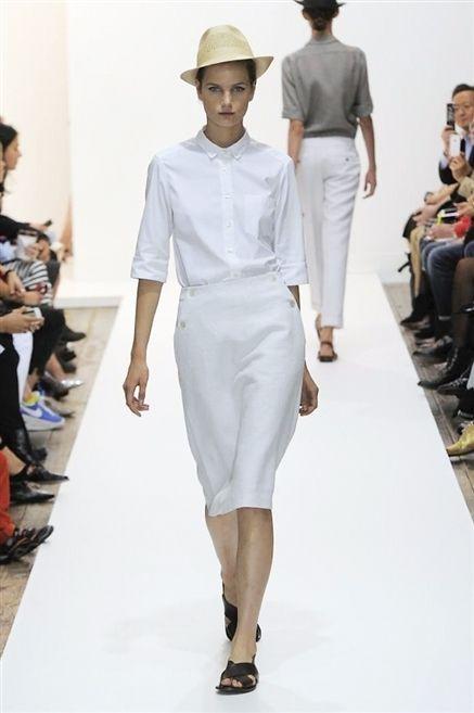Clothing, Footwear, Leg, Fashion show, Sleeve, Human body, Runway, Shoulder, Joint, Fashion model,