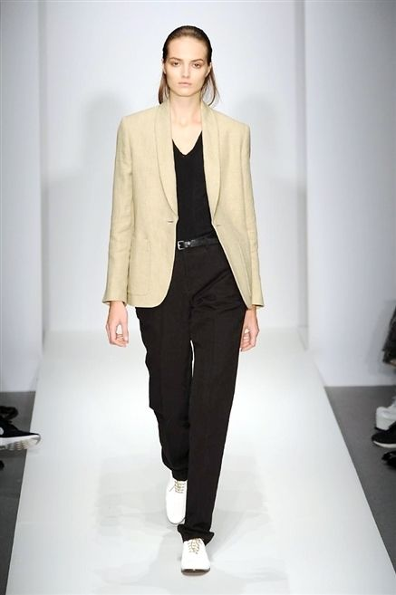 Sleeve, Shoulder, Collar, Joint, Standing, Outerwear, Fashion show, Style, Fashion model, Formal wear,