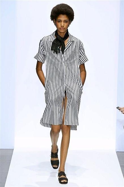 Clothing, Sleeve, Shoulder, Joint, Human leg, Style, Dress, Fashion model, Pattern, Knee,