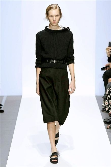 Sleeve, Shoulder, Joint, Human leg, Waist, Style, Fashion model, Knee, Fashion, Neck,