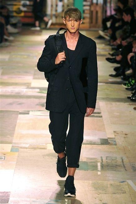 Collar, Outerwear, Style, Coat, Street fashion, Blazer, Fashion, Fashion model, Pocket, Fashion show,