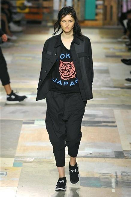 Clothing, Footwear, Leg, Human leg, Outerwear, Style, Street fashion, Fashion, Thigh, Black,