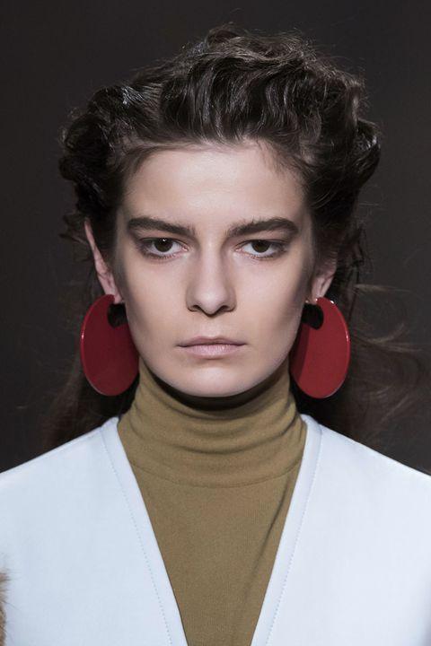 Ear, Lip, Cheek, Audio equipment, Hairstyle, Earrings, Chin, Forehead, Eyebrow, Eyelash,
