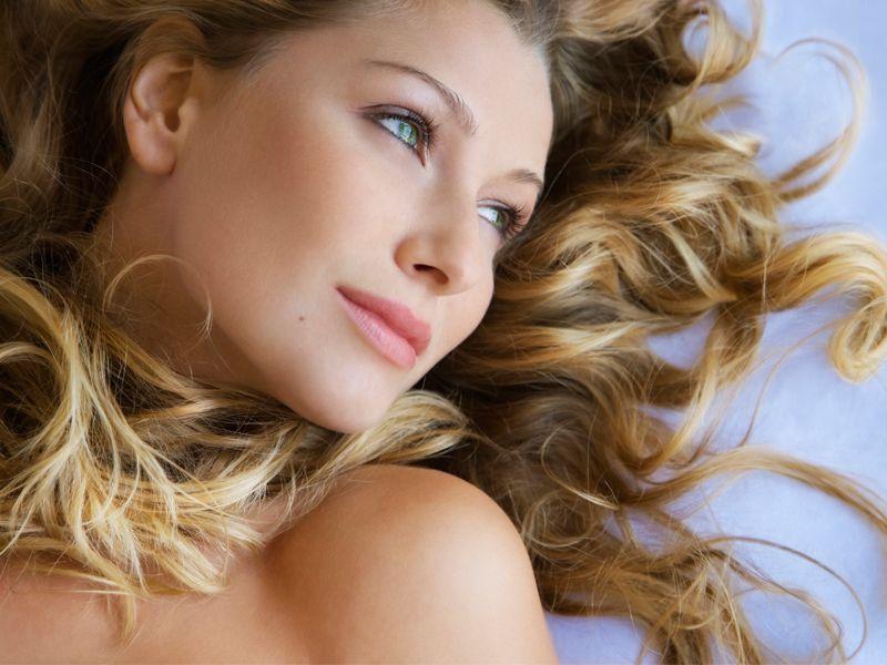 Le 10 caratteristiche femminili che fanno impazzire gli uomini