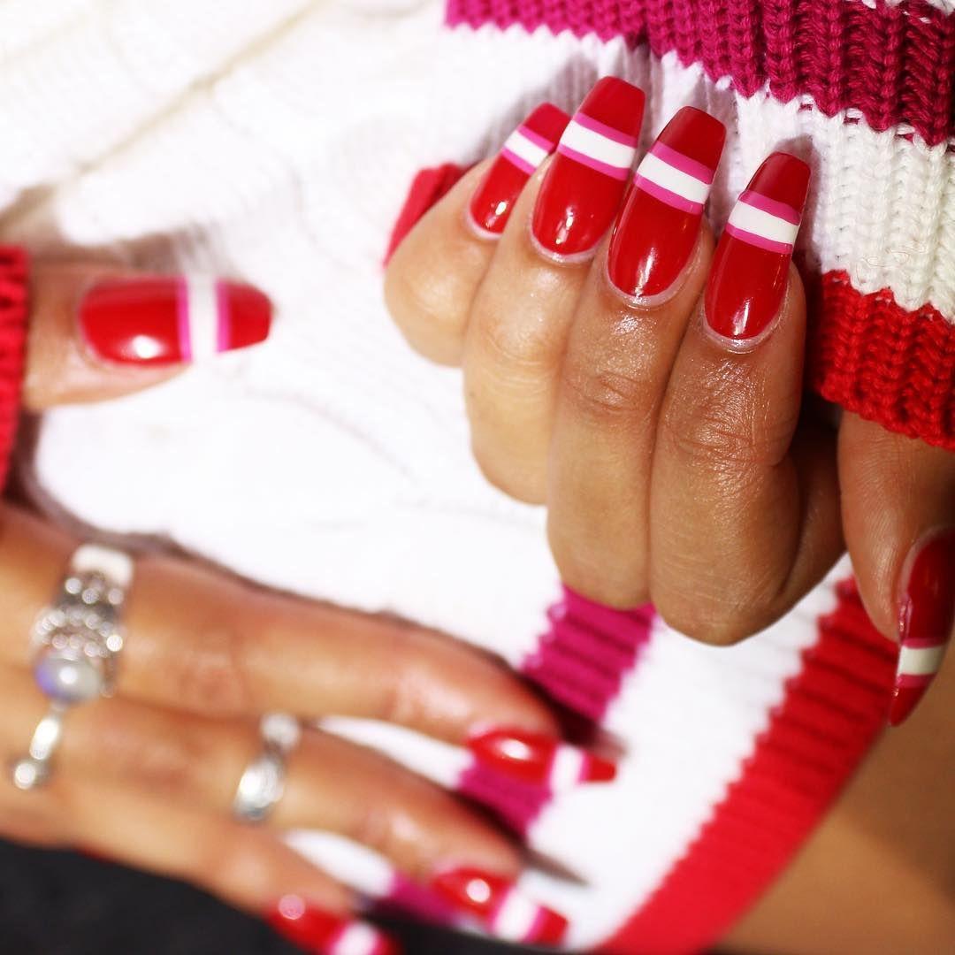 I maglioni d'ispirazione rètro questo inverno sono molto di moda. Perché non applicare la stessa tendenza anche alle unghie?