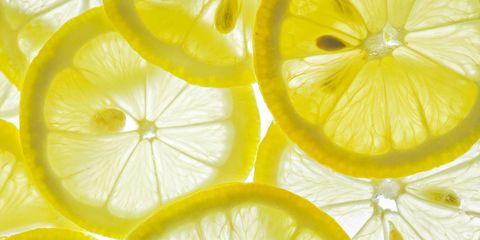 La bevanda più salutare al mondo? La cara vecchia limonata, ecco 6 modi per farla in casa