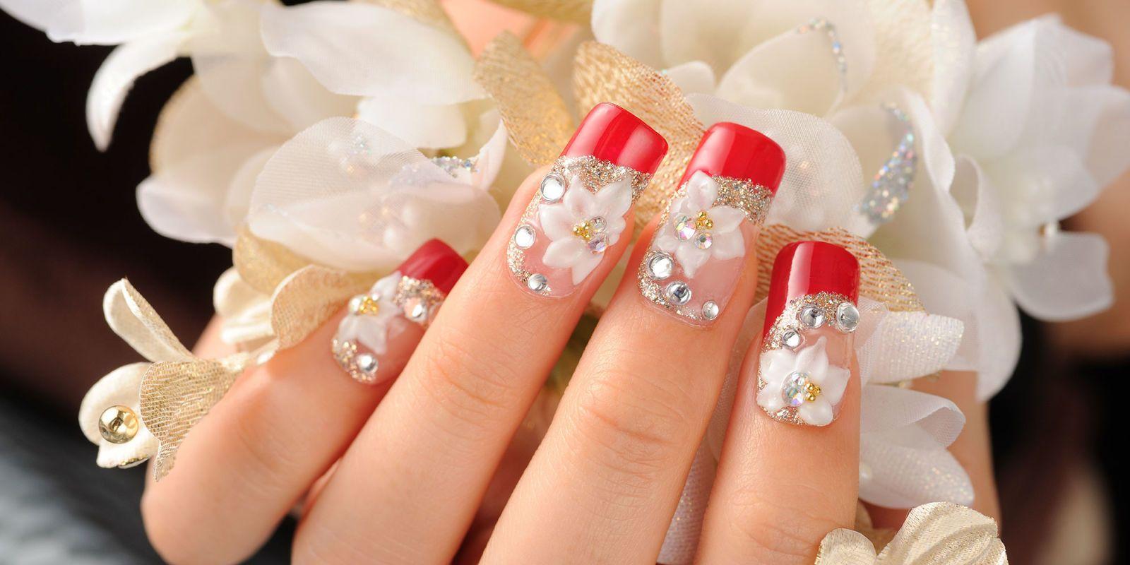 La Nail Art, ovvero l\u0027arte di dipingere le unghie. Nonostante si pensi che  sia una passione estremamente moderna, la nascita della Nail Art è da  ricercarsi