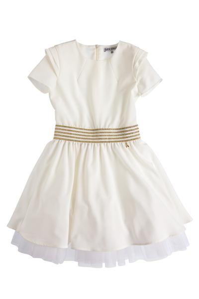 <p>L'abito con gonna di balze e fascia gold, per una festa da principessa, euro&nbsp;184&nbsp;</p>