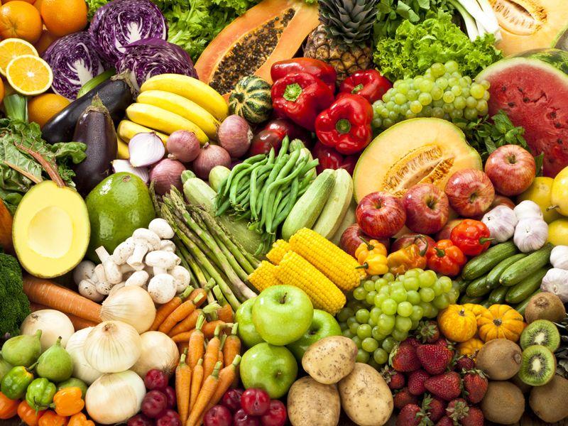 """<p>Alimenti che da sempre vengono consigliati per qualsiasi tipo di dieta, la frutta e la verdura sono prive di glutine e si confermano quindi come un cibo eccezionale per la nostra salute. I celiaci dunque non devono rinunciare a questa colonna portante di quella che è la dieta mediterranea, la migliore al mondo.&nbsp&#x3B;<span class=""""redactor-invisible-space"""" data-verified=""""redactor"""" data-redactor-tag=""""span"""" data-redactor-class=""""redactor-invisible-space""""></span></p>"""