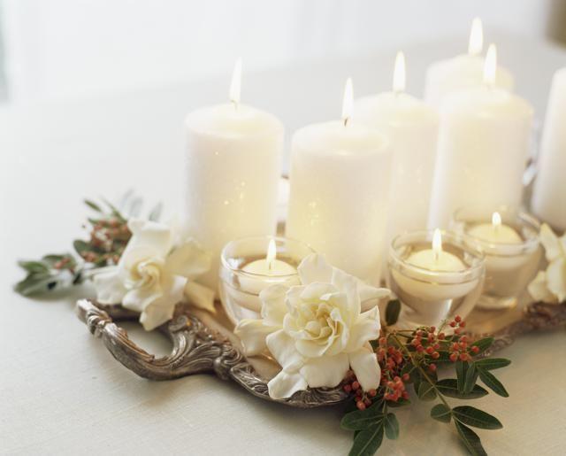 Decorare Candele Di Natale : Centrotavola natalizi fai da te creativi con candele e fiori