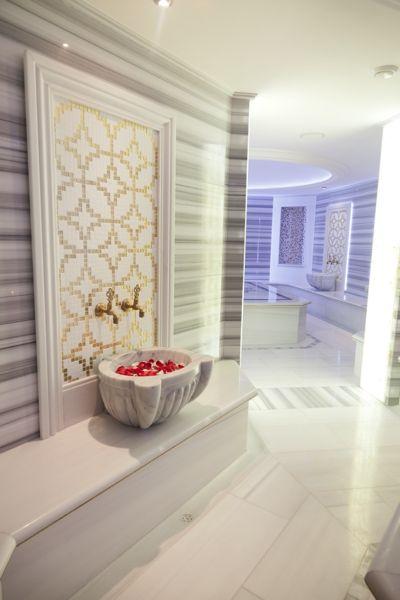<p>Il 5 stelle Kempinsky San Lawrenz di Gozo offre una delle spa ayurvediche più belle d'Europa: 2600 mq e 17 stanze dove sperimentare un menu di trattamenti d'ispirazione orientale infinito.</p><p>Info: www.kempisnky/gozo</p>