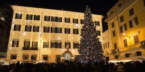 Decorazioni Natalizie Londra.Quali Sono Gli Alberi Di Natale E Le Luminarie Piu Belle D Italia