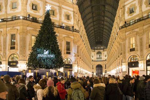 Milano Decorazioni Natalizie.Quali Sono Gli Alberi Di Natale E Le Luminarie Piu Belle D