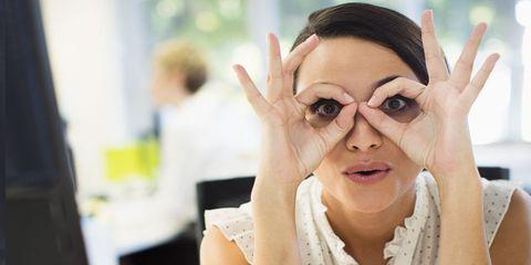 10 consigli su come non rovinarsi la vista (e la vita) al computer in ufficio