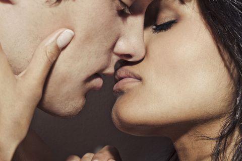 Il Bacio Appassionato Meglio Ad Occhi Aperti O Chiusi