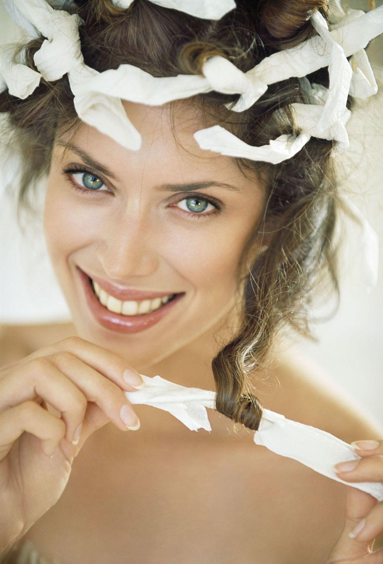Capelli mossi con i bigodini flessibili