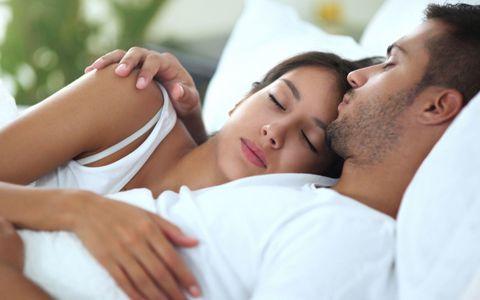 Dormire insieme: i segnali che ti dicono che è innamorato di te