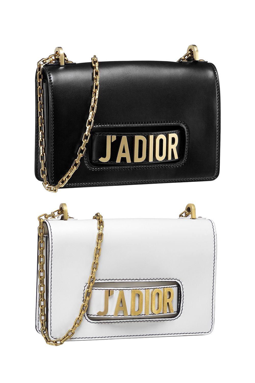 """<p>La collezione con cui <a href=""""http://www.elle.it/moda/ultime-notizie/news/a1405654/dior-maria-grazia-curi-musee-rodin/"""" data-tracking-id=""""recirc-text-link"""">Maria Grazia Chiuri debutta per Dior</a> è finalmente arrivata e tutti ne parlano. E non ci riferiamo solo ai vestiti. Il tormentone «J'Adore Dior» è tornato in auge, rivisitato in una nuova elegante borsa. Lo senti? Le star dello street style di mezzo mondo stanno correndo per accaparrarsela!</p><p><span class=""""redactor-invisible-space"""" data-verified=""""redactor"""" data-redactor-tag=""""span"""" data-redactor-class=""""redactor-invisible-space""""><span class=""""redactor-invisible-space"""" data-verified=""""redactor"""" data-redactor-tag=""""span"""" data-redactor-class=""""redactor-invisible-space""""></span></span></p>"""