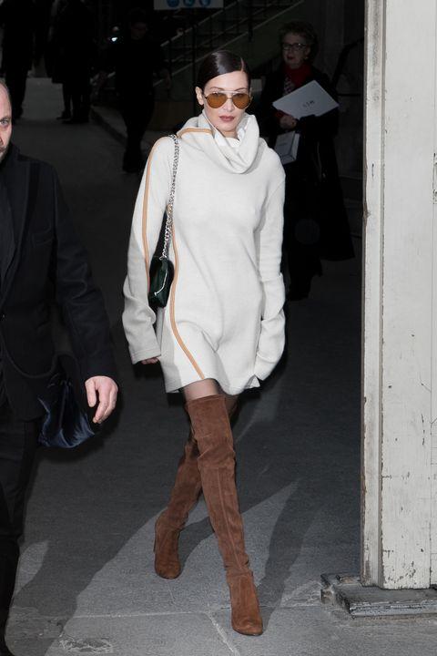 <p>Mentre lascia la passerella Chanel Haute Couture a Parigi.</p>
