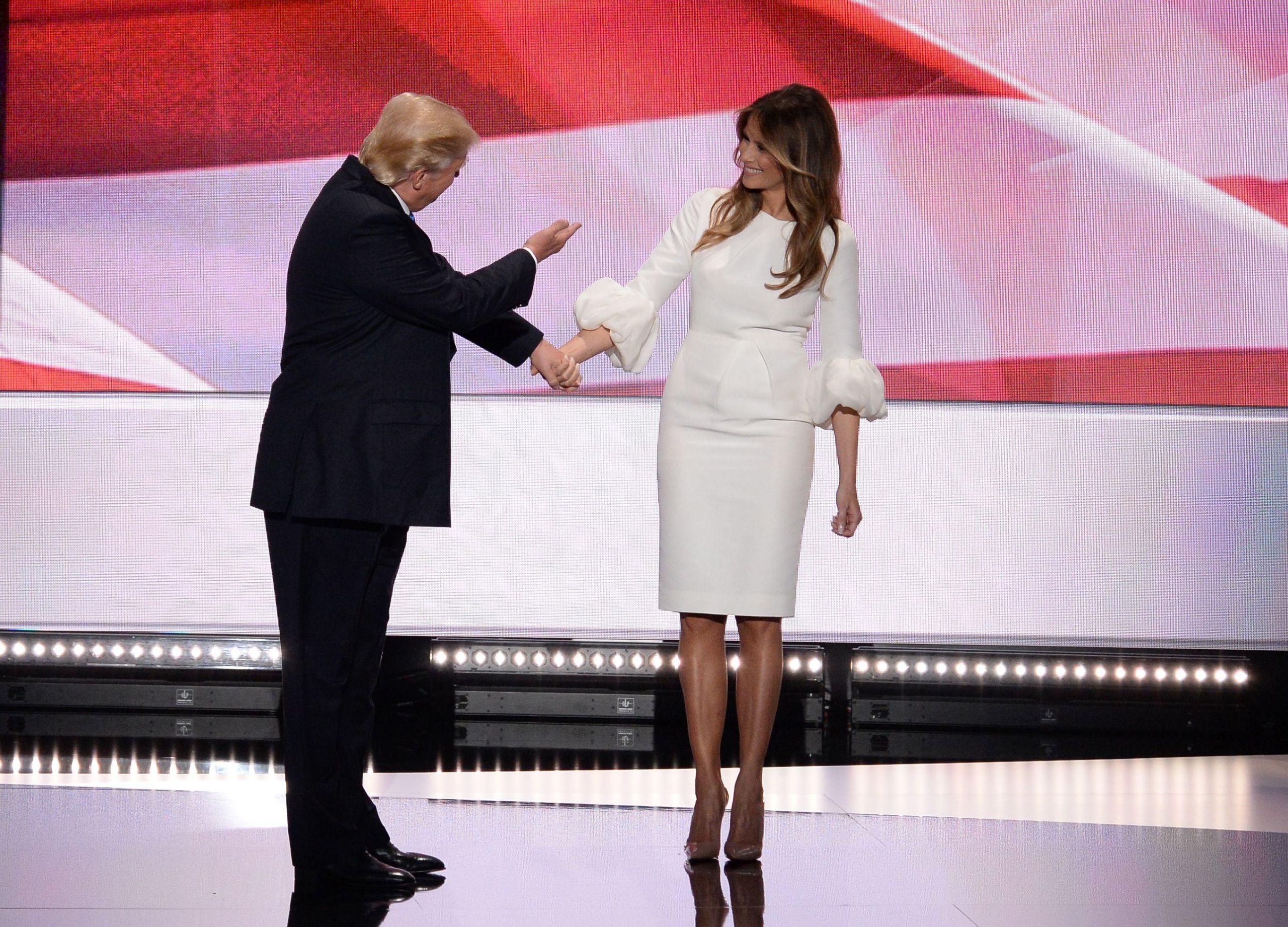 Melania Trump Bianco Di Vestita Melania Trump Di Bianco Vestita rXf7r