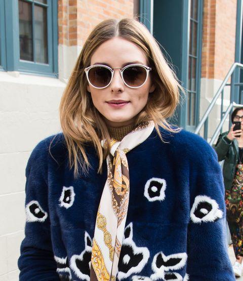 <p>È il dettaglio cult di ogni street style look: le lunghezze vengono lasciate volutamente 'intrappolate' nel cappotto, quasi a creare un faux bob.&nbsp;</p>