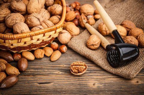 Mixed nuts, Nut, Walnut, Food, Dried fruit, Nuts & seeds, Hazelnut, Ingredient, Superfood, Produce,
