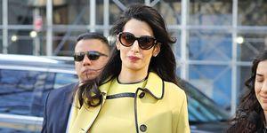 Amal Clooney imita lo stile di Jackie