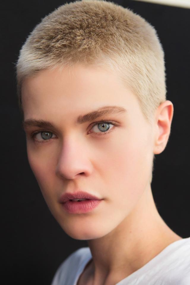 Immagini capelli corti donne