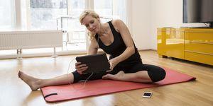 Posizioni yoga per guardare la tv