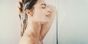 Cosa succede alla pelle con docce troppo calde