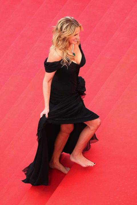 <p>All'ultima edizione di Cannes si è sfilata i tacchi per salire la celebre scalinata a piedi nudi.</p>